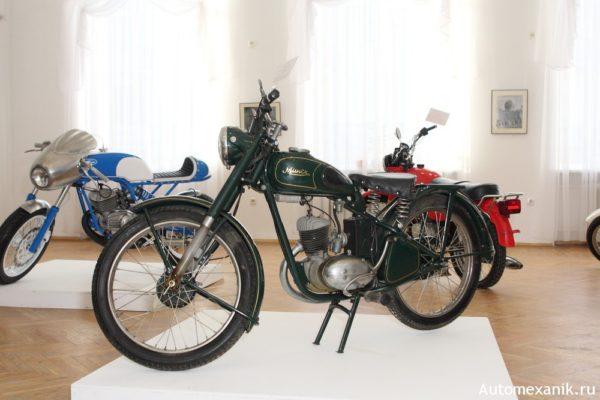 Ретро мотоцикл времен ВОВ